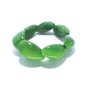 Bracciale elasticizzato in avorio vegetale, colore verde. – TAYA