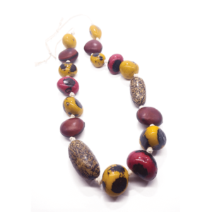 Collana lunga in avorio vegetale e semi di olho de boi e jupati – TAYA