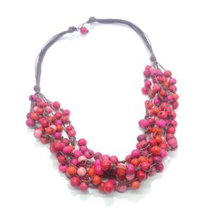 Collana in semi di açaì in tonalità rosa/rosso/arancione – TAYA