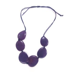 Collana in avorio vegetale. Colore viola. – TAYA